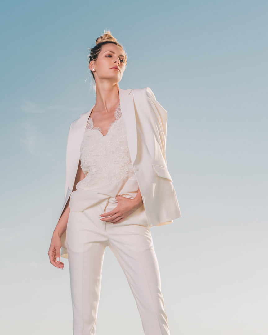 011 - DAISY SUIT - White Suit And Silk Lace Blouse - 0001a